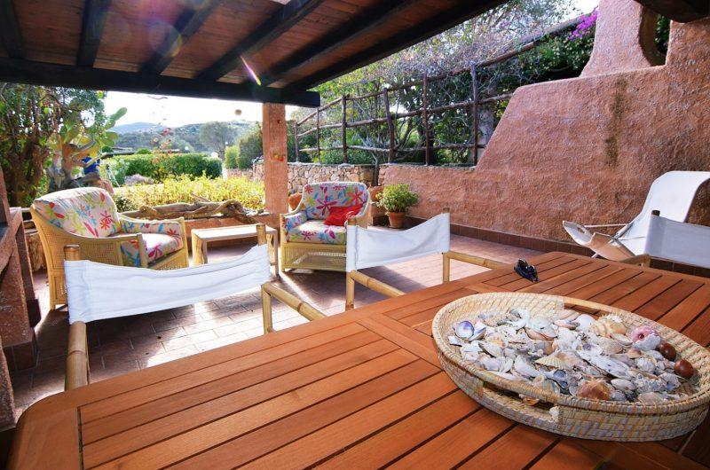 Costa Corallina, villa a schiera quadrilocale con ampie verande e giardino