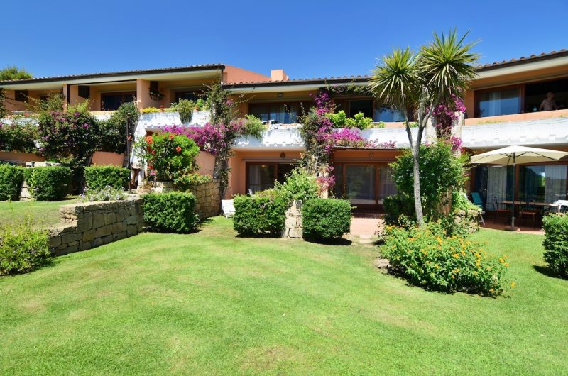 Porto Coda Cavallo directly on the beach apartment with garden