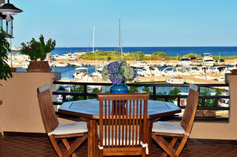 Punta Aldia exclusive apartment overlooking the marina and the sea